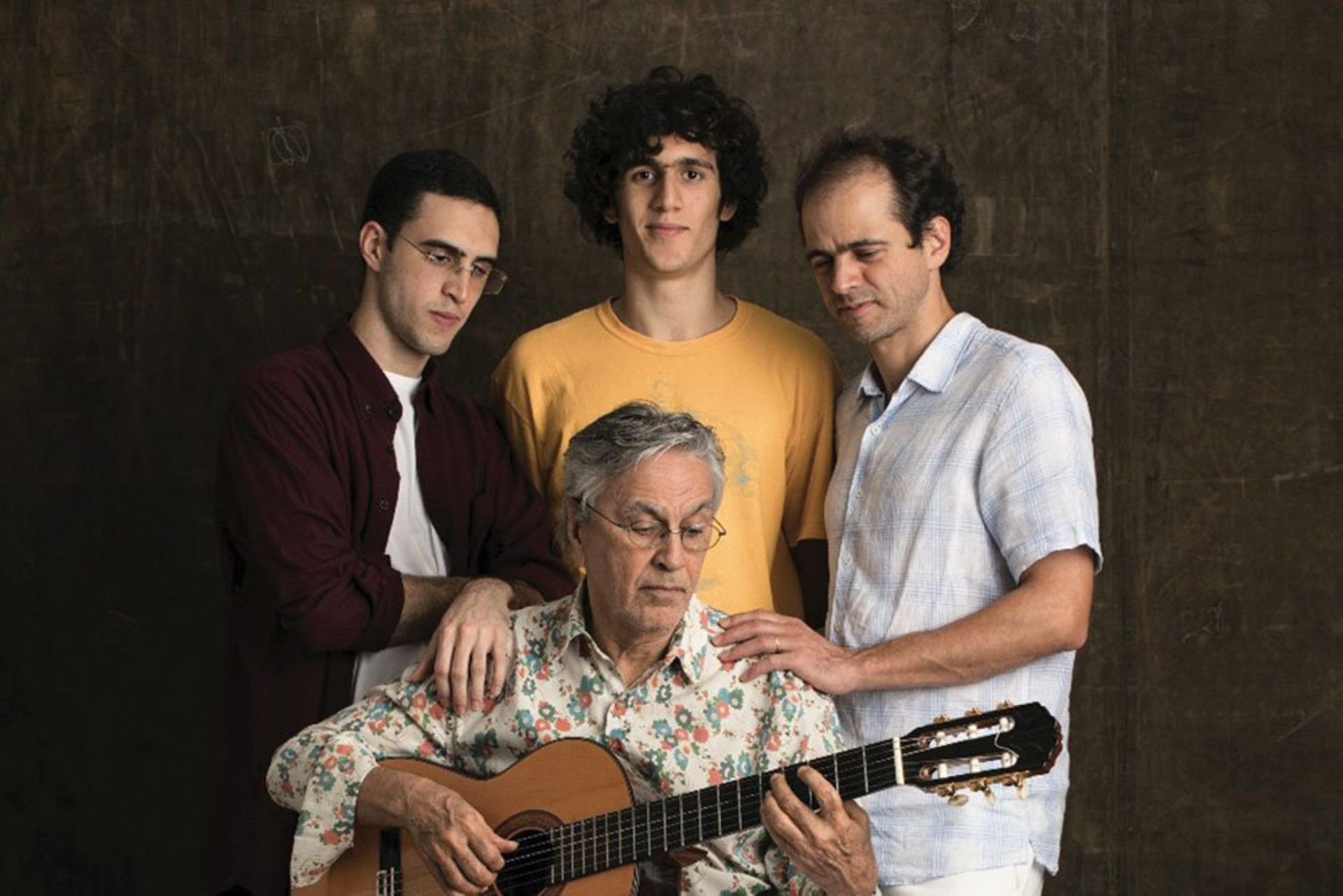 Caetano Veloso (com Zeca, Tom e Moreno)