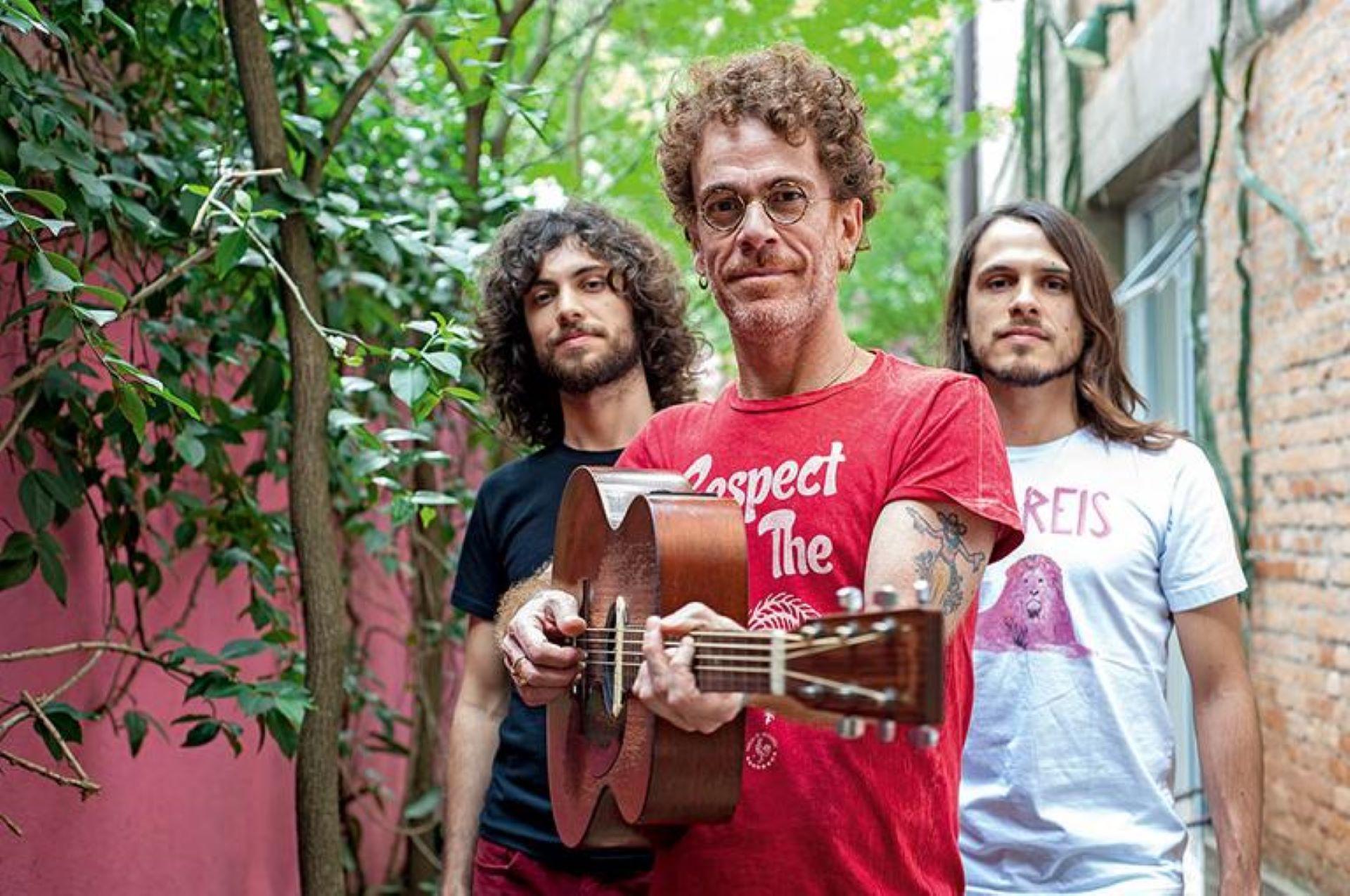 Nando Reis (com Théo, Sebastião e Sophia)